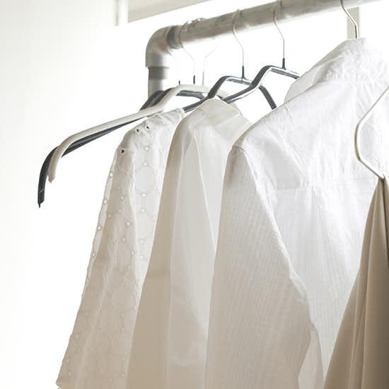 c92f8e4167a770 わたしらしい白って?白シャツの着こなし方や伊藤まさこさんの選び方 - 北欧、暮らしの道具店