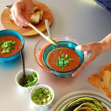 レシピ特集│火を使わない、野菜たっぷりレシピ1『食べるスープ、特製ガスパチョ』