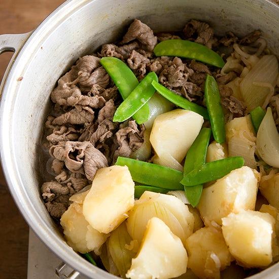 特集:いつもより時短できる、とびっきりおいしい肉じゃが - ワタナベマキさんの無水鍋レシピ。