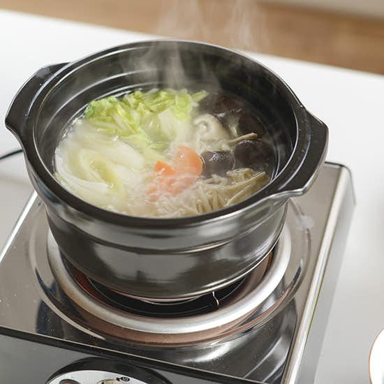 【特集|我が家のウチ鍋レシピ】第1話:簡単じっくり鶏の水炊き鍋。