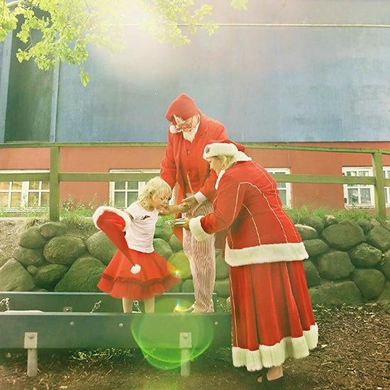 【おすすめの展示】「REGENBOGEN Christmas issue」角田明子写真展