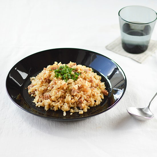 【料理家さんの定番レシピ】自宅でも簡単!中華屋さんのようなパラパラ黄金チャーハンを作るコツ。