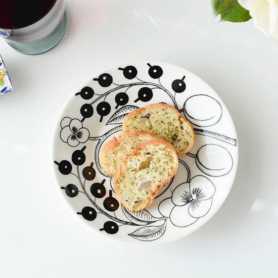 【スタッフのアイデア帖】カチカチになってしまったフランスパンのお助けレシピ(ガーリックトースト編)