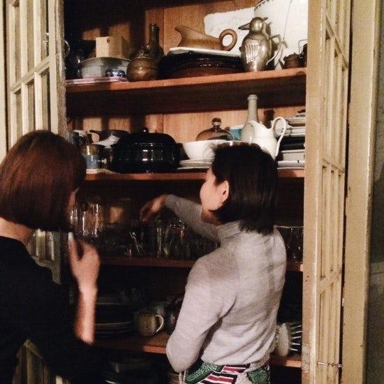 【暮らしノオトの制作裏側】スタイリスト城素穂さんの食器棚取材!