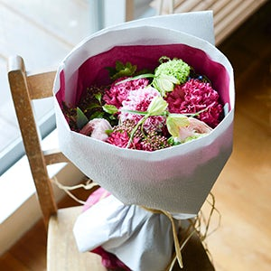 【特集|もうすぐ母の日】第4話: 感謝の気持ちを込めて、オリジナルの花束を贈ろう。