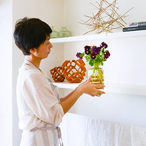 【特集|お花と上手に暮らすコツ】第3回:インテリアに合わせやすい、シンプルな1種類活け。