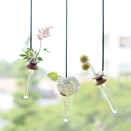【新商品】お花一輪を気軽に、すてきに飾れる花器。