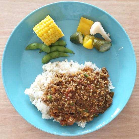 【クラシコムの社員食堂】今日のメインは朝採れトウモロコシ。