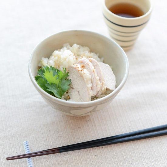 【料理家さんの定番レシピ】簡単、おいしい♪鶏肉の炊き込みごはん