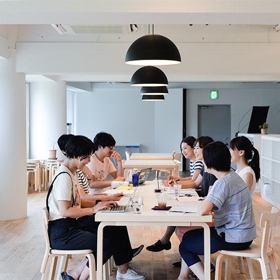 【今日の一枚】編集チームの月イチ会議。