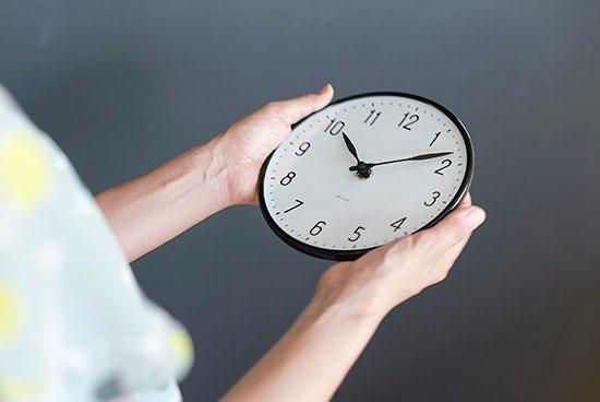 weekly_station_clock_01_150831