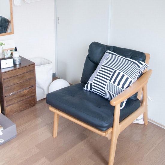 【スタッフの愛用品】ナチュラルなイメージだった部屋をオトナっぽくしてくれた、北欧のクッションカバー。