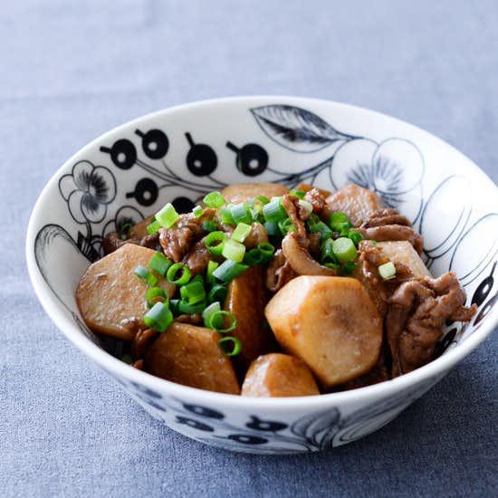 【料理家さんの定番レシピ】和食の腕前ランクアップ!里芋と豚バラの煮っころがし