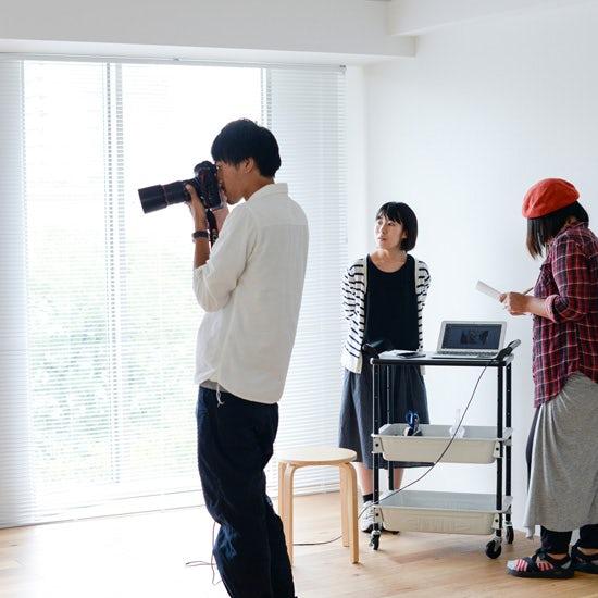 【今日の一枚】スタジオ奥ですすむ、おしゃべりノオトの撮影