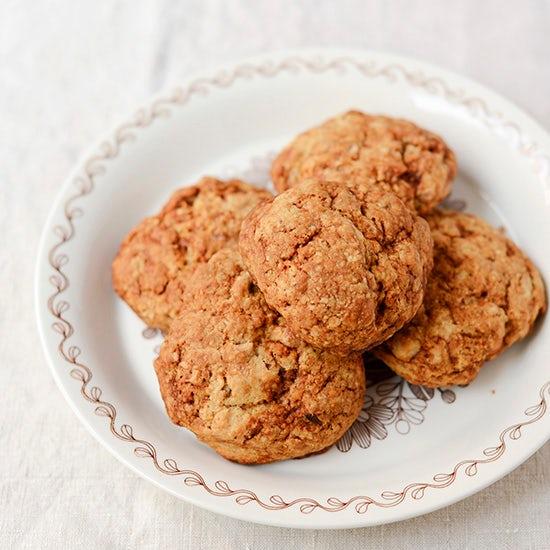 【料理家さんの定番おやつ】小堀紀代美さんの、キャラメルナッツスコーン。