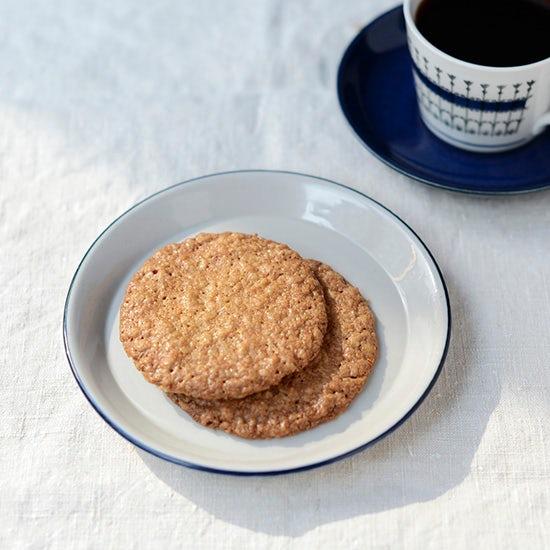 【料理家さんの定番おやつ】小堀紀代美さんの、オートミールココナッツクッキー。