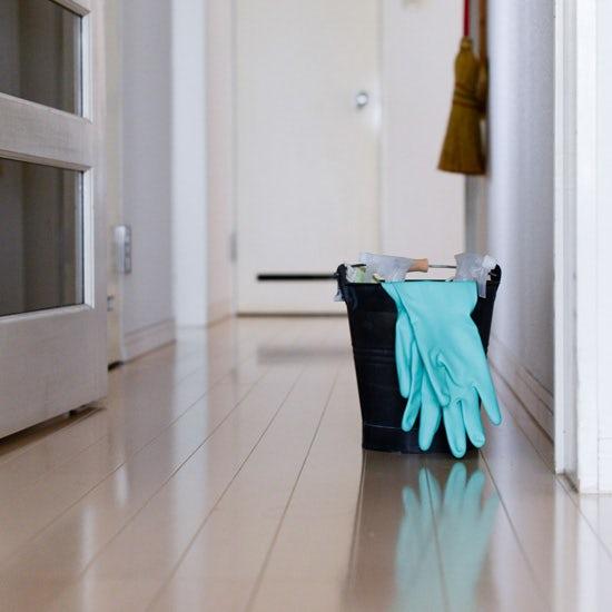【お風呂掃除のコツ】番外編:スタッフに聞いた「掃除道具のブラシやスポンジって、どう収納してる?」