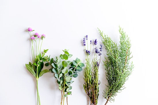 【ハンドメイドの花飾り】第3話:ナチュラルが好みの方に♪ 束ねるだけのハーブスワッグ。