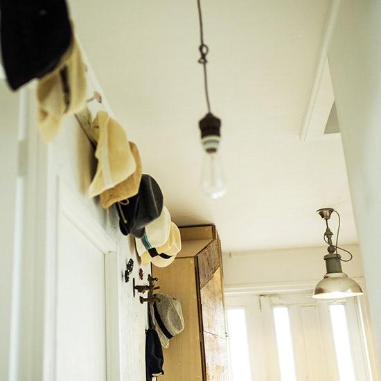 【インテリア特集】第4話:DIYでつくる洗面所と玄関 – オルネ ド フォイユ店主 谷卓さん宅