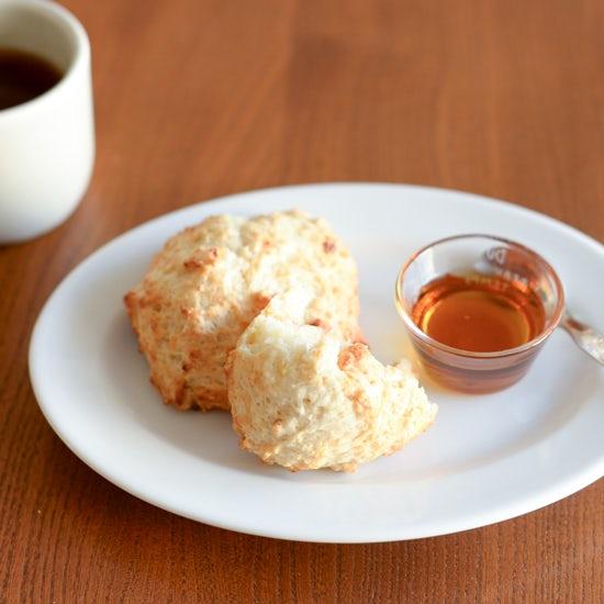 【発酵いらずの手作りパン】ココナッツの香り広がる、バナナブレッドのレシピ
