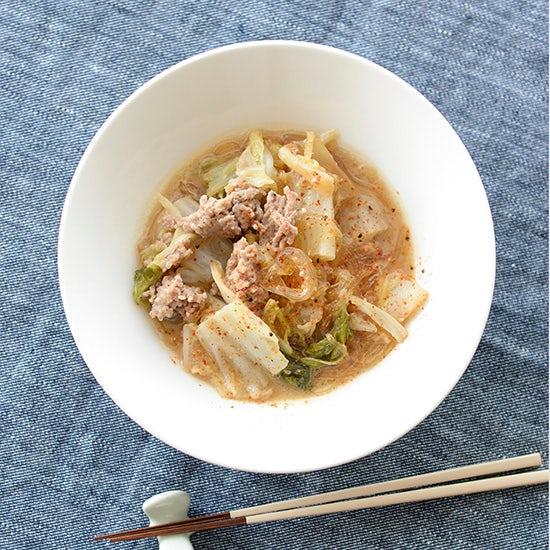 【料理家さんの定番レシピ】野菜たっぷりで温まる『白菜とひき肉の味噌煮込み』