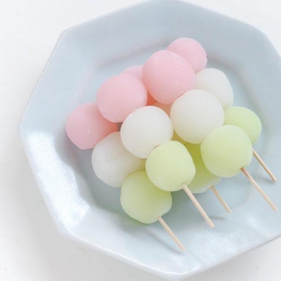 【はじめての和菓子】お花見に持っていきたい!モチモチ食感の三色だんごレシピ。
