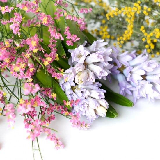【スタッフのアイデア帖】「お花のある暮らし」を叶える、初心者でも簡単なアレンジまとめ