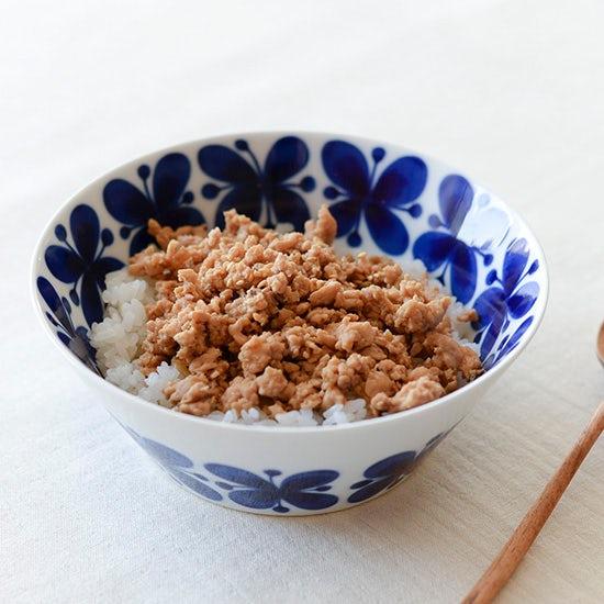 【料理家さんの定番レシピ】10分あれば一品完成!超簡単、鶏そぼろごはん。