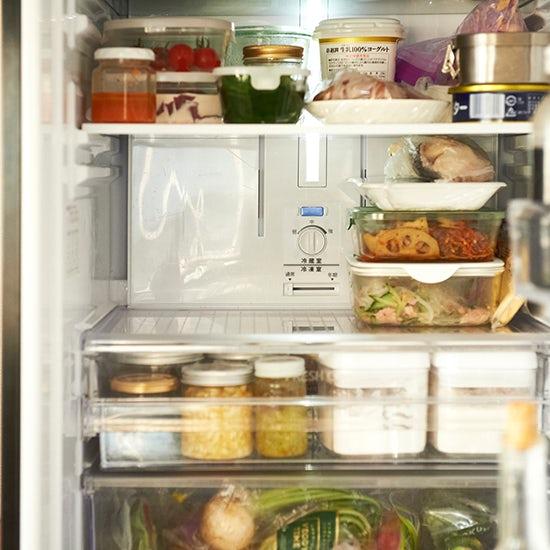 【冷蔵庫収納のマイルール】第1話:エリアを区切って活用中の冷蔵室と、小さな野菜室のヒミツ。