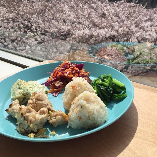【クラシコムの社員食堂】桜の季節だから、、、お花見社食!