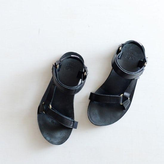 【春夏ワードローブ計画】第3話:夏の足元は「革」素材がカギ!ラフすぎない大人のサンダル使い
