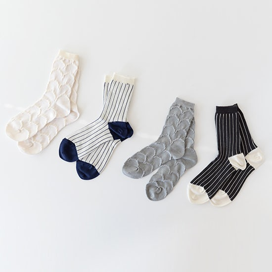【新商品】旅ファッションのアクセントに!夏も秋も心地よく履けるシルクの靴下。
