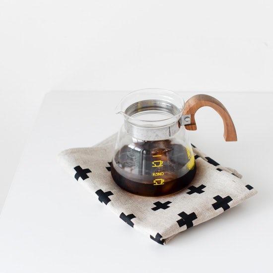 【スタッフの愛用品】アイスコーヒーの季節こそ、「プラス柄」のキッチンクロスの出番。