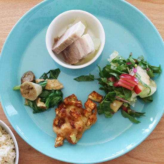 【クラシコムの社員食堂】プラムとスイスチャードで美しいサラダの完成!
