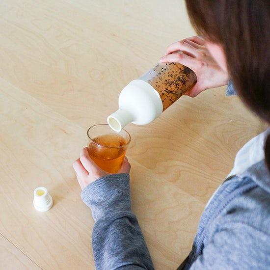 【スタッフの愛用品】水出し茶から昆布だしまで。フィルターインボトルを使った、我が家のたのしみ。