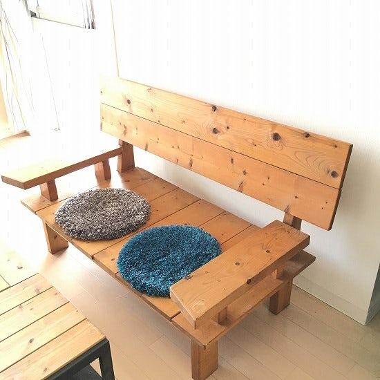 【スタッフの愛用品】ベンチでも、椅子でも、床の上でも活躍してくれる「チェアパッド」