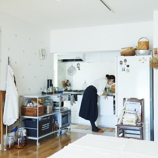 7531823f23 家事動線を意識した、柳沢小実さんのキッチン収納アイデア - 北欧、暮らしの道具店