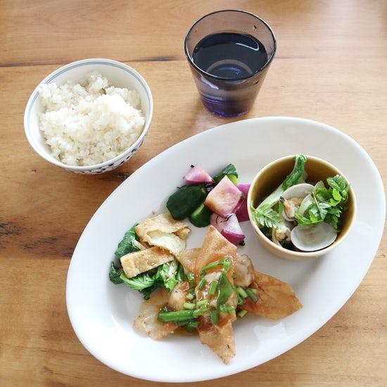 【クラシコムの社員食堂】春ならではの楽しみは、たっぷりの「山椒」?