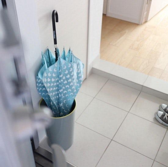 【お客さま係がお答えします!】我が家にはどっち?「傘立て」のサイズ感と収納力をくらべてみました。