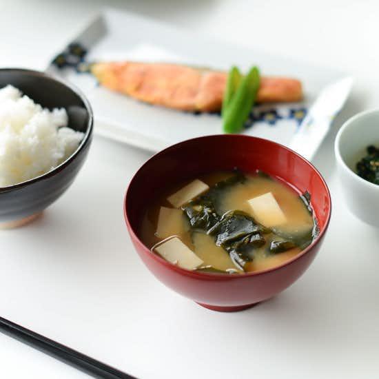 【料理家さんの定番レシピ】第3話:いつもとはひと味違う!だしで変わる、味噌汁の作り方