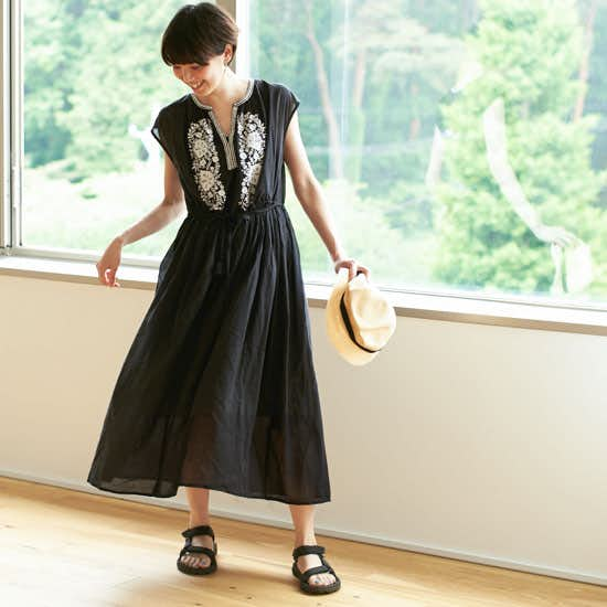 【新商品】花咲く刺繍に一目惚れ。1枚も重ね着でも決まるギャザーワンピースが登場です♪