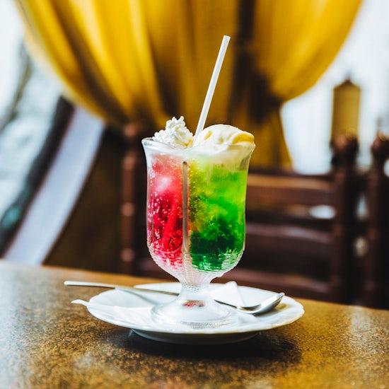 【木曜日になったら、純喫茶】2色の「ペアソーダ」から見える、美しい世界。