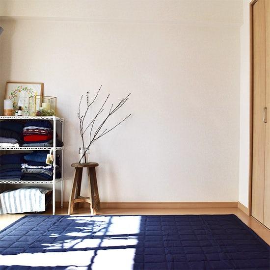 【ない暮らし、はじめました】第1話:ベッド、なくしました。スタッフ西野「寝室が生まれ変わった、布団生活」