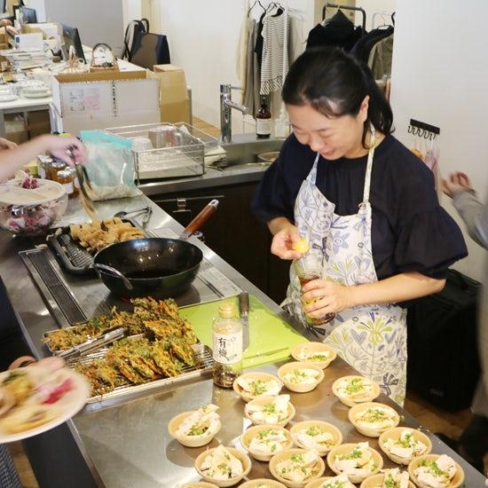 【クラシコムの社員食堂】生けてもきれい、食べても美味しい!にんじんの葉っぱ。