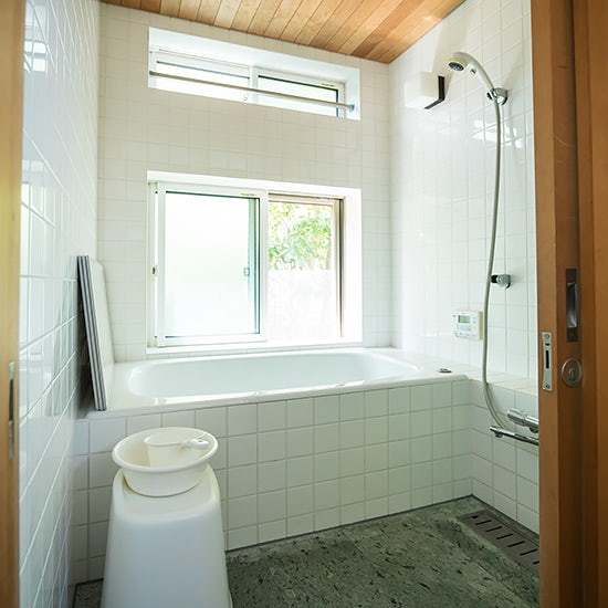 【BRAND NOTE】後編:なぜお風呂のカビは繰り返し出てくるの?プロと実践する、浴室すっきり作戦