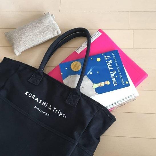 【スタッフの愛用品】小旅行へ、習い事へ。機能的なポケット収納が魅力の「コラボトートバッグ」
