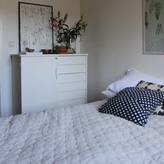 【Fikaにお邪魔しました】第3話:ダイニングキッチンと、寝室。ミニマルに「北欧インテリア」を楽しむ
