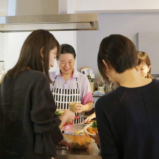 【クラシコムの社員食堂】みんな大好き!フルタ家の母の味「なすと鶏のそうめん」
