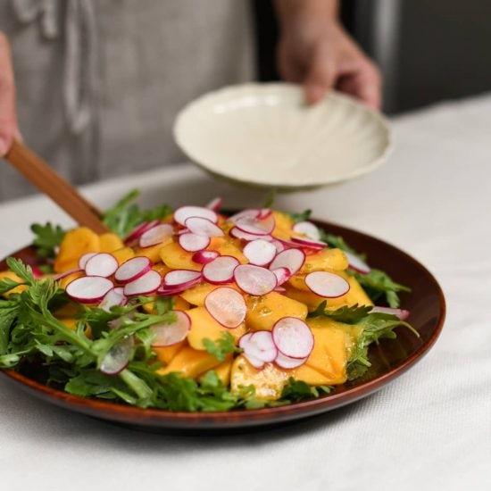 【料理家さんの定番レシピ】第6話:余りがちな柿が大変身!やみつき「柿とゆず胡椒のサラダ」