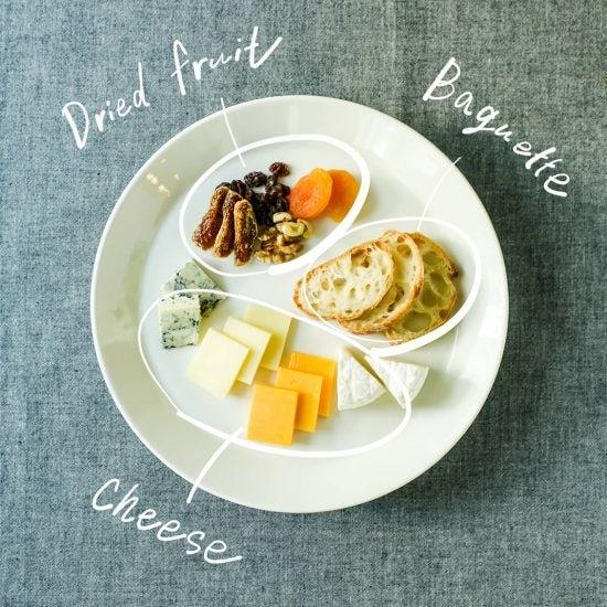 【盛り付け図鑑】第2話:切って置くだけ!簡単なのにセンスよく見えるチーズの盛り合わせ。